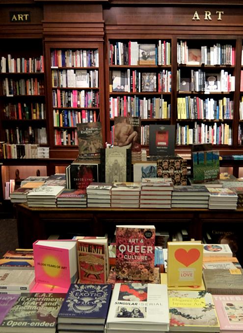 自称「ニューヨークでもっとも美しい本屋」Rizzoli Bookstore_b0007805_10255095.jpg