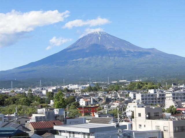 オープンから1年半後の初訪問 あの坂茂氏設計の「静岡県富士山世界遺産センター」_f0141310_07421875.jpg
