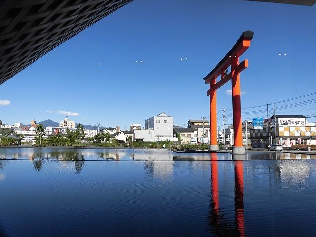 オープンから1年半後の初訪問 あの坂茂氏設計の「静岡県富士山世界遺産センター」_f0141310_07422544.jpg