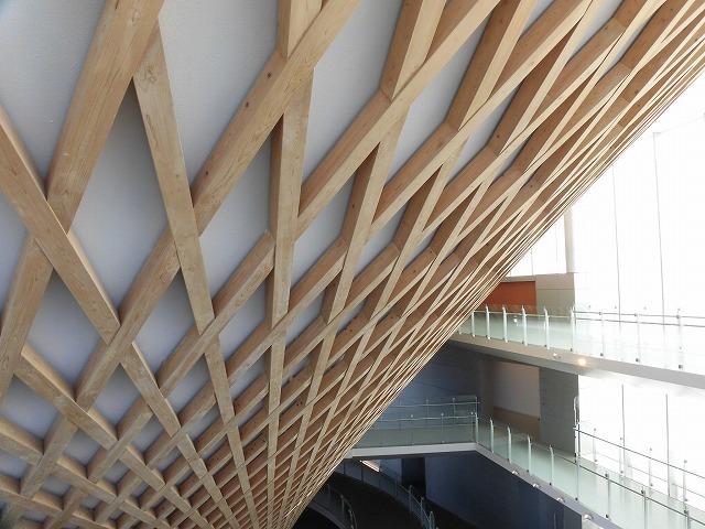 オープンから1年半後の初訪問 あの坂茂氏設計の「静岡県富士山世界遺産センター」_f0141310_07423390.jpg