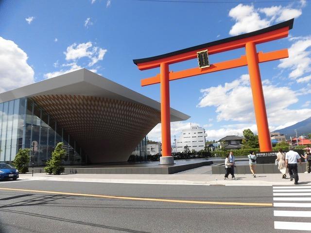 オープンから1年半後の初訪問 あの坂茂氏設計の「静岡県富士山世界遺産センター」_f0141310_07424668.jpg