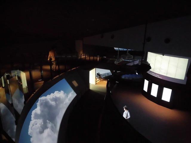 オープンから1年半後の初訪問 あの坂茂氏設計の「静岡県富士山世界遺産センター」_f0141310_07425304.jpg