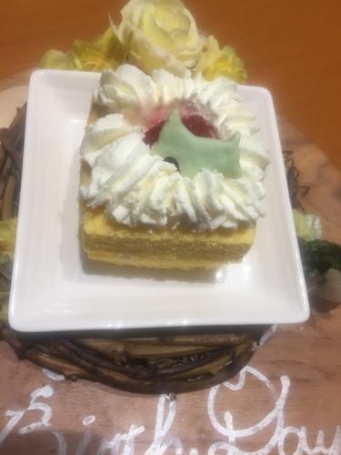 2019年6月滋賀旅行④ シロ人生初のケーキ_e0052736_15504943.jpg
