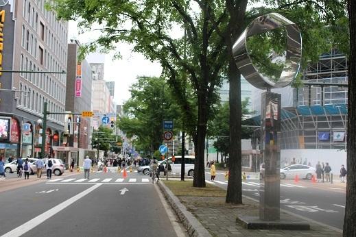 街角美術館 飯田勝彦制作「ふれあいの輪」。札幌のメインストリートにあります。_f0362073_06161615.jpg