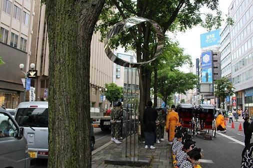 街角美術館 飯田勝彦制作「ふれあいの輪」。札幌のメインストリートにあります。_f0362073_06162906.jpg