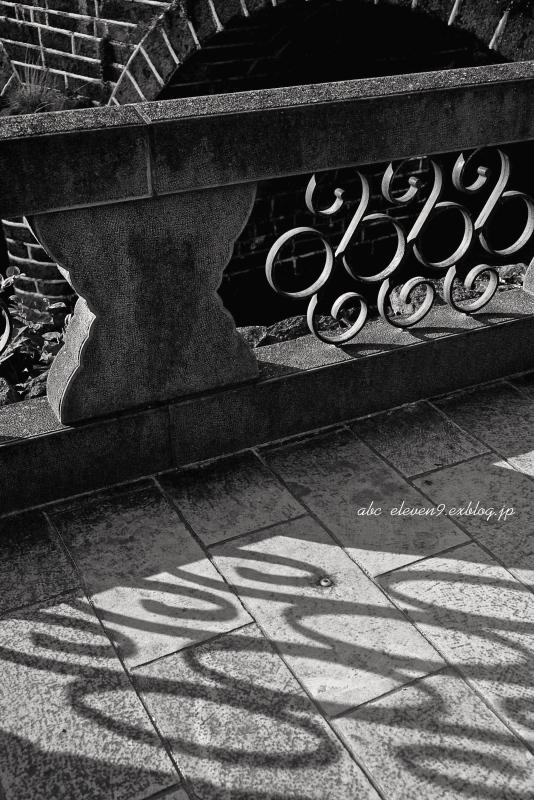 眼鏡橋と紫陽花 モノクロ_f0315034_13485069.jpg