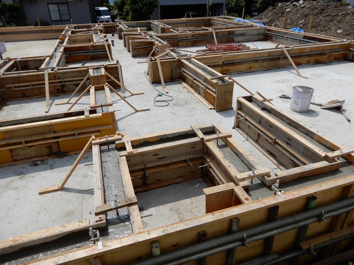 伊那市の設計事務所の家づくり 開放的なリビングがある家「基礎立上りコンクリート打設」_b0146238_10172674.jpg