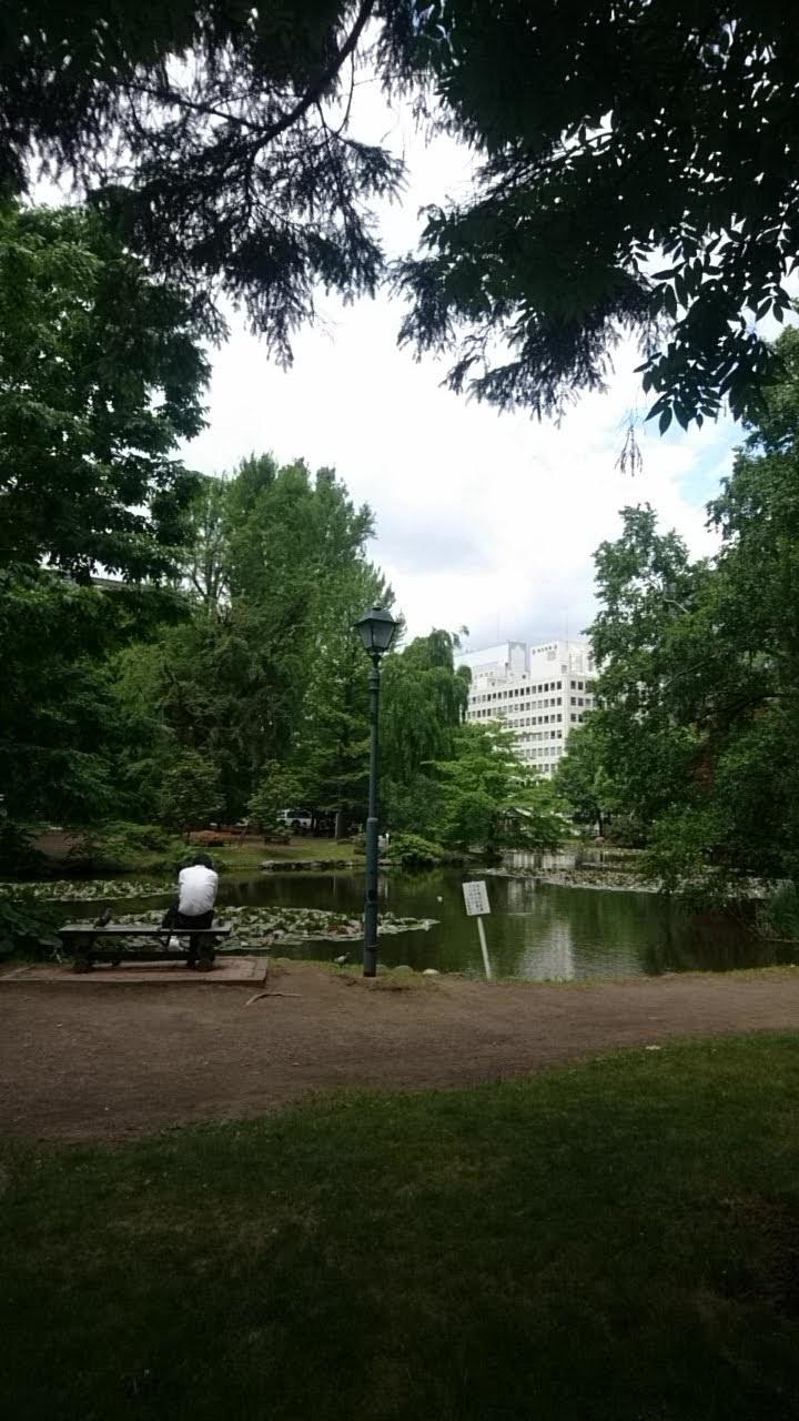 赤レンガ道庁広場と毎日新聞_b0106766_13353854.jpg