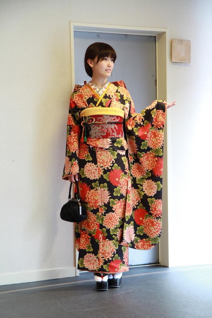 Yuukaちゃんはアンティーク柄の振袖で_d0335577_11411234.jpg