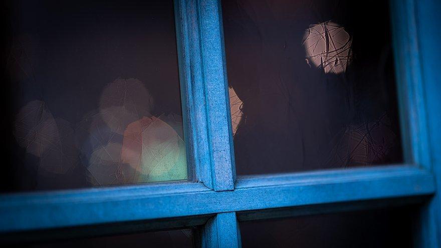 Windows Tinted In Blue_d0353489_16413900.jpg