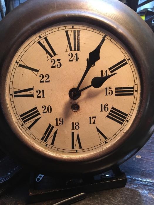 wall clock_b0120103_08005958.jpeg