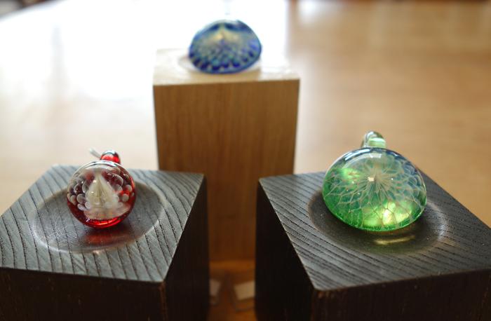 【江田明裕ガラス展 2019】〜きらめきのアクセサリーも来ています!_a0017350_03411647.jpg