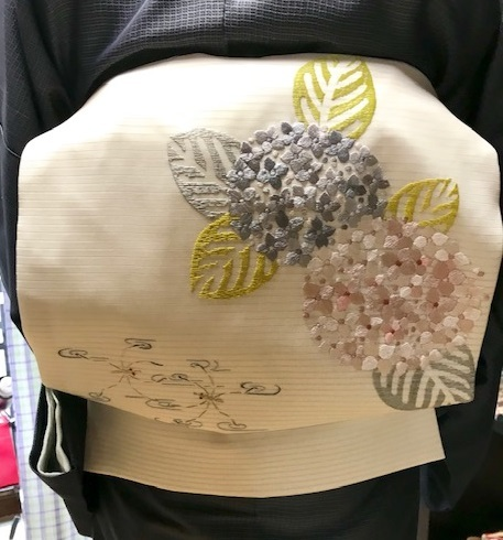 紫陽花の美しい季節・自作の紫陽花の刺繍帯のお客様。_f0181251_18512836.jpg