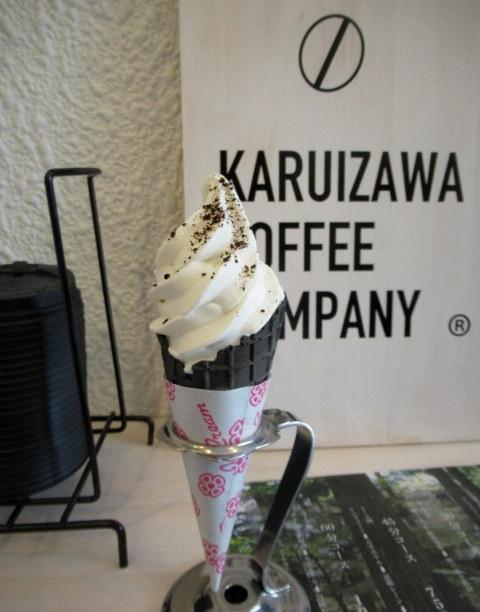 KARUIZAWA COFFEE COMPANY STAND * 白いコーヒーソフトクリーム♪_f0236260_22071066.jpg