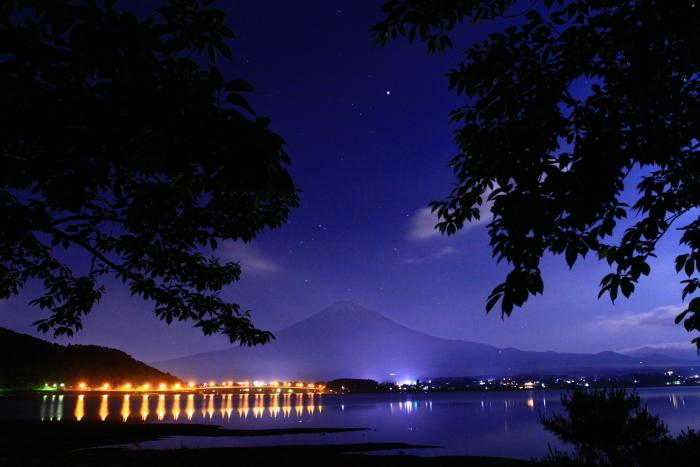 令和元年6月の富士(13)河口湖大橋の橋灯と富士_e0344396_18114284.jpg