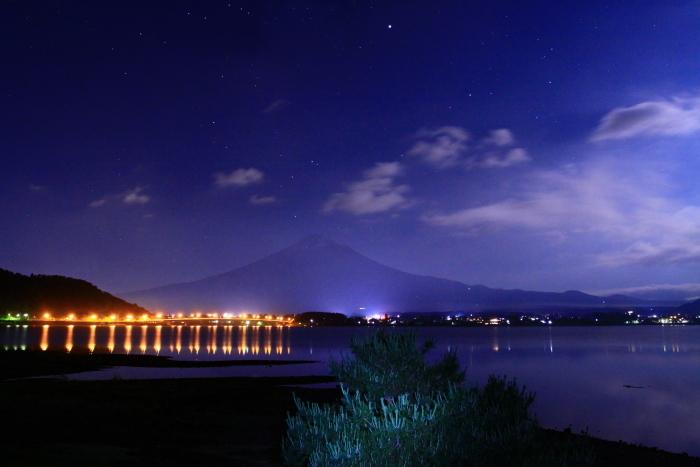 令和元年6月の富士(13)河口湖大橋の橋灯と富士_e0344396_18115041.jpg
