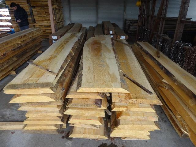 岩手県産赤松の天板が入荷しました。_f0105112_04000391.jpg