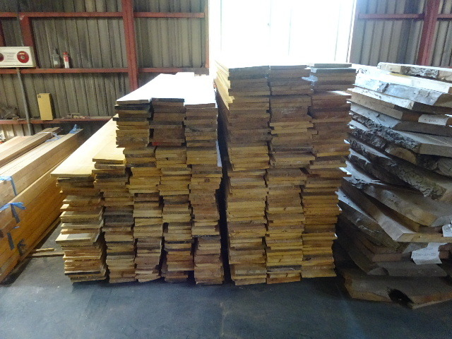 岩手県産赤松の天板が入荷しました。_f0105112_04141390.jpg