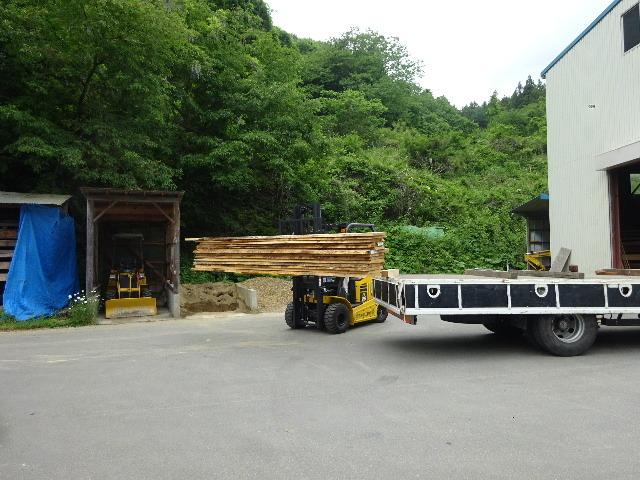 岩手県産赤松の天板が入荷しました。_f0105112_04141464.jpg
