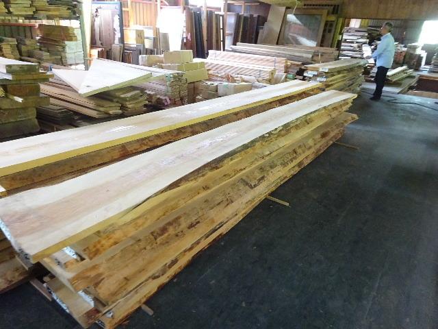 岩手県産赤松の天板が入荷しました。_f0105112_04141485.jpg