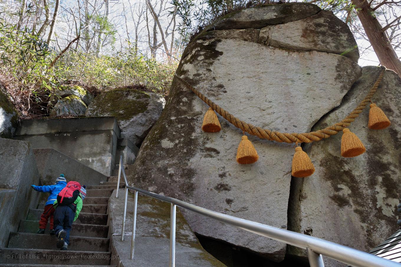 ちびっ子兄弟のチャレンジ春登山「石割山~平尾山」_c0369219_14173743.jpg
