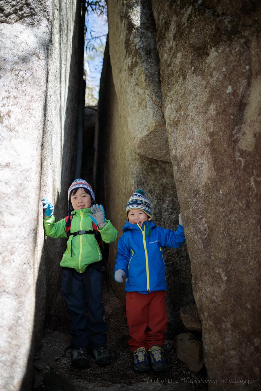 ちびっ子兄弟のチャレンジ春登山「石割山~平尾山」_c0369219_15121140.jpg