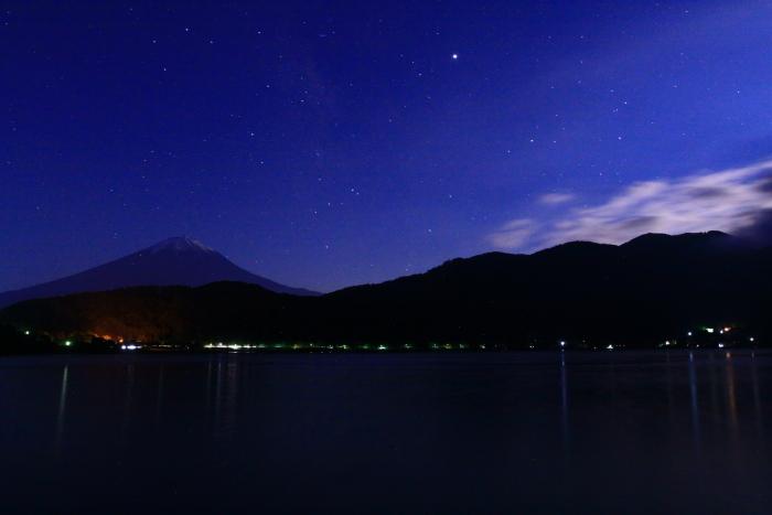 令和元年6月の富士(14)河口湖の夜空の富士_e0344396_23075655.jpg