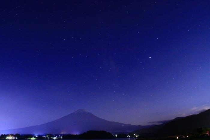 令和元年6月の富士(14)河口湖の夜空の富士_e0344396_23080916.jpg