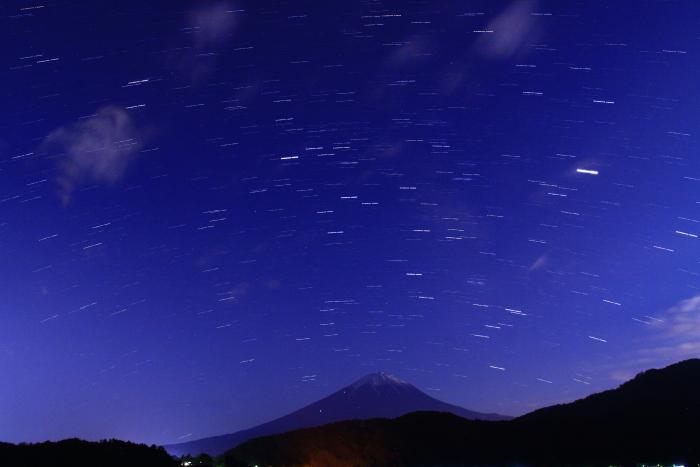 令和元年6月の富士(14)河口湖の夜空の富士_e0344396_23081779.jpg