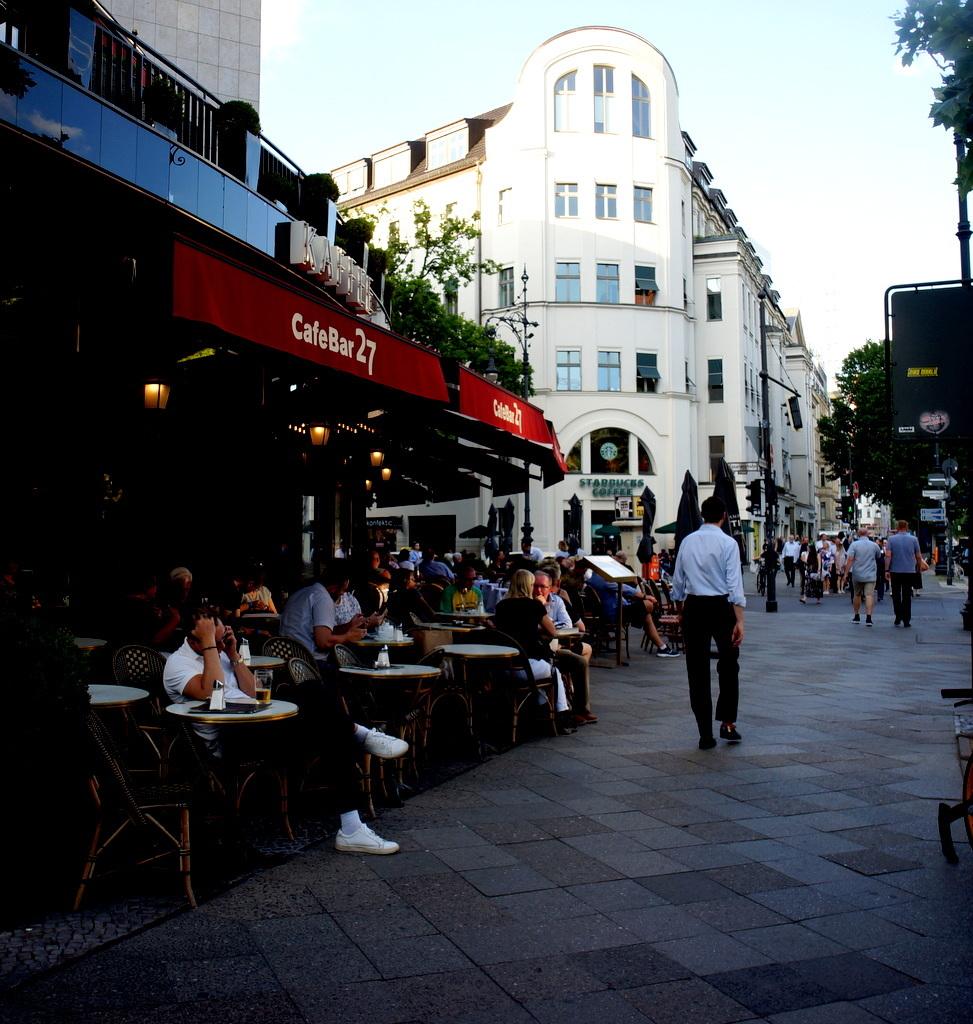 旧西ベルリンの顔ふたつ_c0180686_01385869.jpg