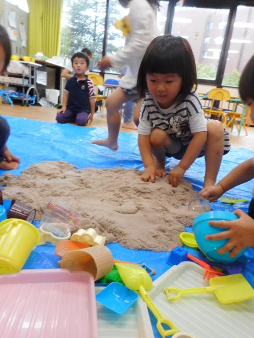 お部屋なのに砂とテント!?_d0148342_12284569.jpg