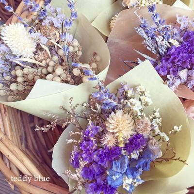 Lovely blue dried flowers 可愛いブルーのドライフラワー_e0253364_09013568.jpg