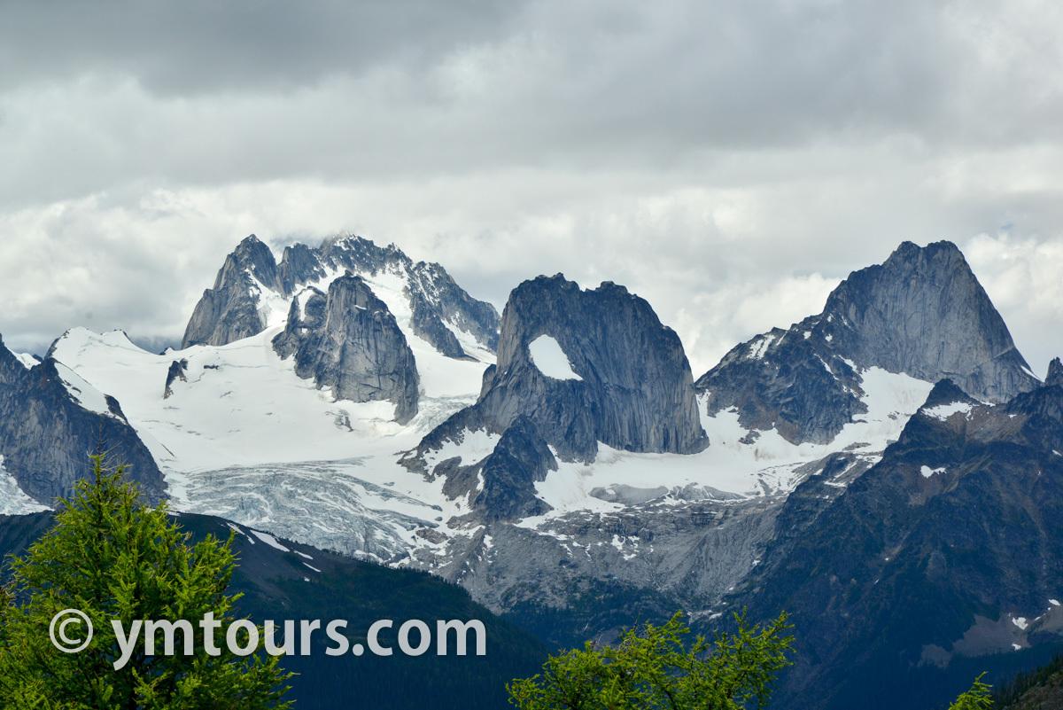 現地ガイドお勧め。カナディアンロッキーで登るべき山 トップ10 [目指せ登頂!]_d0112928_05303759.jpg