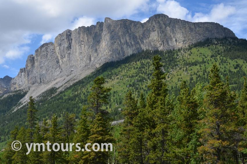 現地ガイドお勧め。カナディアンロッキーで登るべき山 トップ10 [目指せ登頂!]_d0112928_08460425.jpg