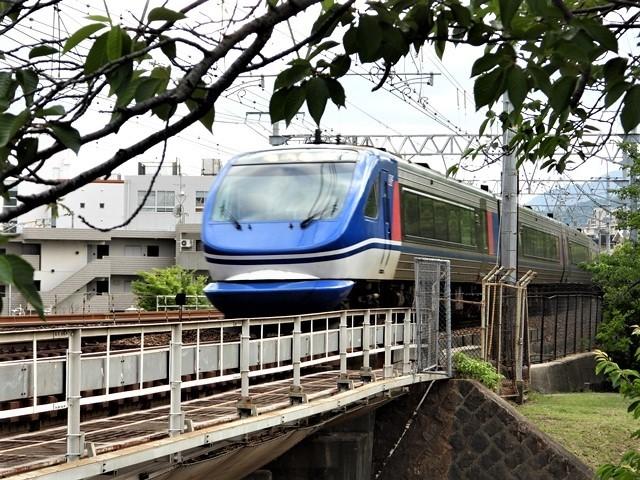 藤田八束の鉄道写真@理想的な国の運営、豊かな暮らしを平和に送りたい、そんな理想郷に近づけるために私達は何をどうすべきか_d0181492_21363984.jpg