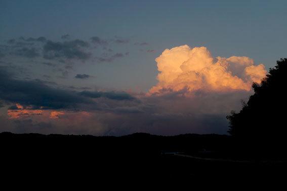 夕暮れに東の空が赤かった_b0145296_18580095.jpg