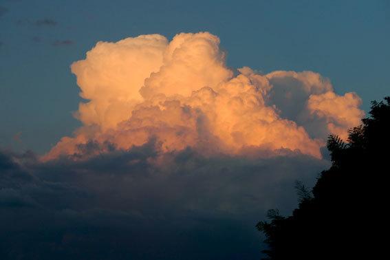 夕暮れに東の空が赤かった_b0145296_18580374.jpg