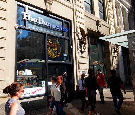 NYの老舗ドーナツ屋さん「ドーナツ・パブ」(The Donut Pub)が、突如、2号店⁉_b0007805_06114109.jpg