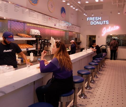 NYの老舗ドーナツ屋さん「ドーナツ・パブ」(The Donut Pub)が、突如、2号店⁉_b0007805_06210143.jpg