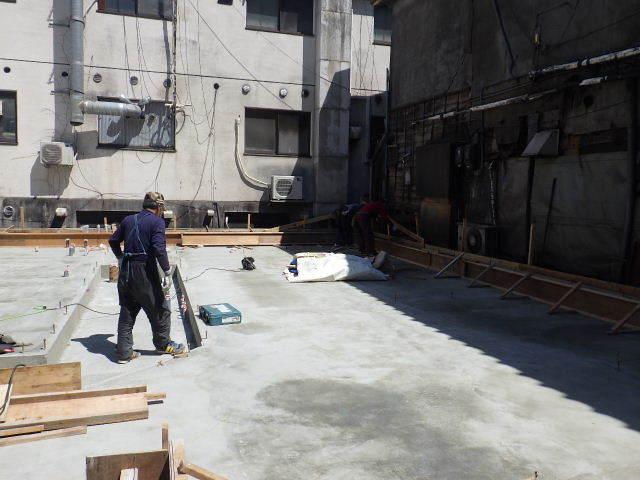 中央通り 居酒屋「茶の間」様 建替工事進行中。_f0105112_04071842.jpg