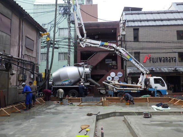 中央通り 居酒屋「茶の間」様 建替工事進行中。_f0105112_04104153.jpg