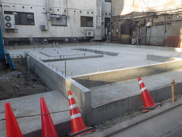中央通り 居酒屋「茶の間」様 建替工事進行中。_f0105112_04104264.jpg