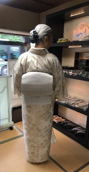 単衣の白大島にまいづる羅紗織のお客様・猫きらきら帯留。_f0181251_12135272.jpg