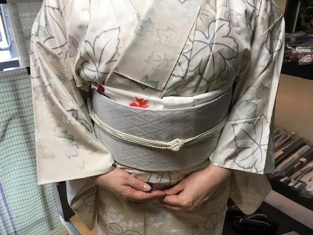単衣の白大島にまいづる羅紗織のお客様・猫きらきら帯留。_f0181251_12163007.jpg