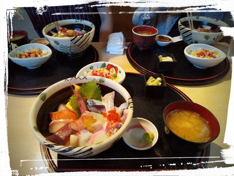 『和旬喰燗 魚家(ととや)』さん:Bランチ 海鮮丼_a0083760_09193436.jpg