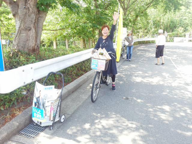 山下駅前はピーカン 🌞 自転車に乗って 🌞「まちかどカフェ」 🌝🌝🌝 「話したいことがあったのよ」🌞_f0061067_17503315.jpg