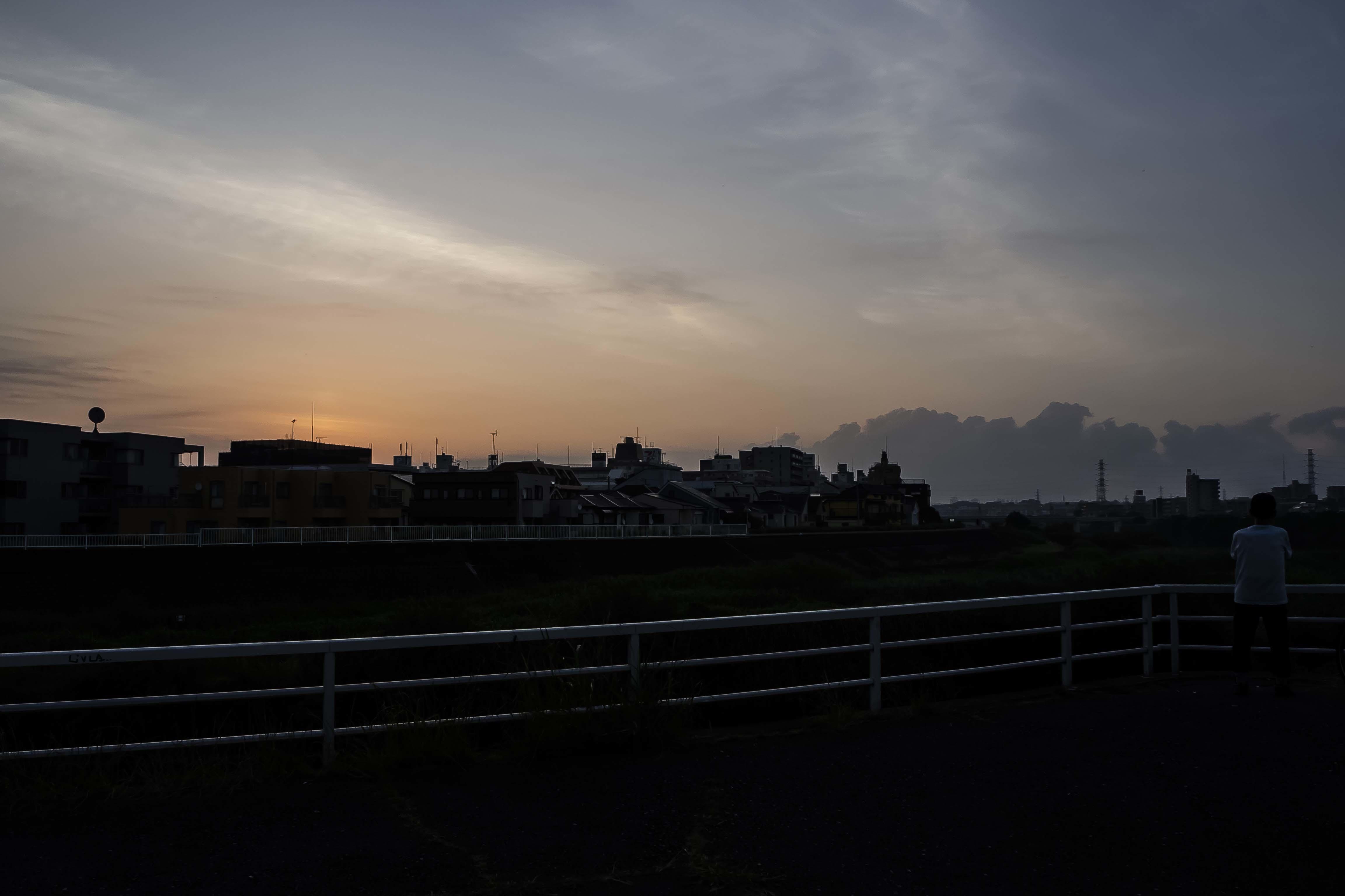 我が町の夜明け_e0305388_15593970.jpg