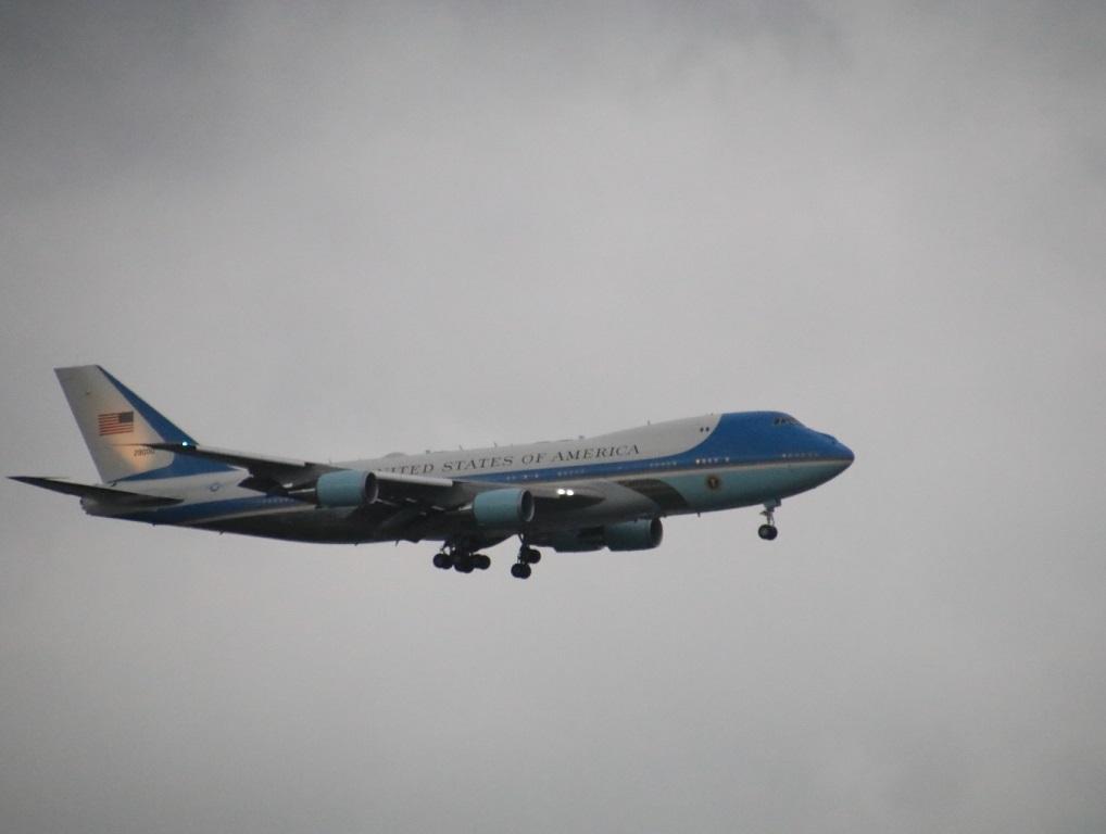エアーフォースワン 着陸! 大統領専用機_d0202264_19441451.jpg
