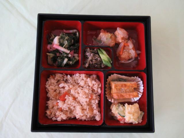 中庭昼食会_e0191174_16412149.jpg
