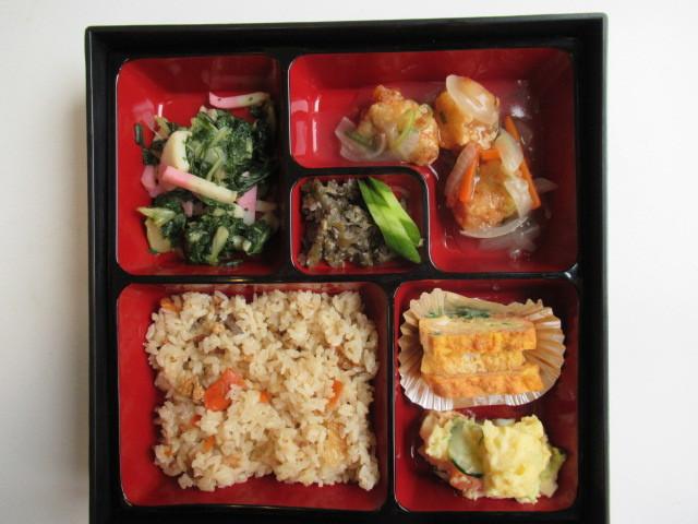 中庭昼食会_e0191174_16412398.jpg